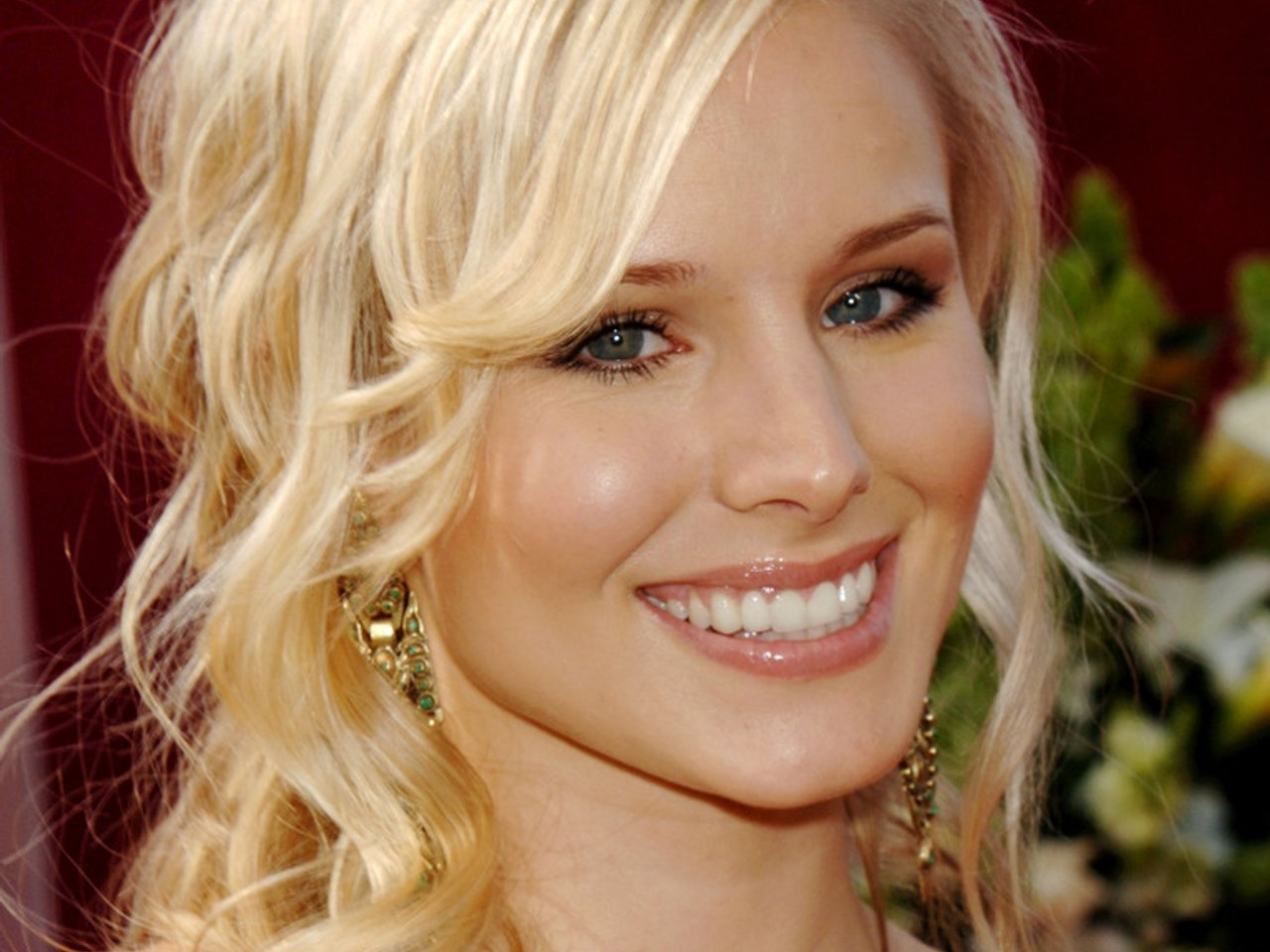 The 38-year old daughter of father (?) and mother(?) Kristen Bell in 2019 photo. Kristen Bell earned a  million dollar salary - leaving the net worth at 16 million in 2019
